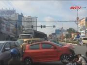 Camera hành trình - Xe cứu thương chở bệnh nhân hấp hối đâm nát xe 4 chỗ