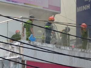 Tin tức trong ngày - Nổ bình gas tủ đông, 2 cô gái trèo lan can thoát thân
