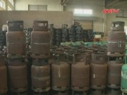 Video An ninh - HN: Bắt quả tang hàng nghìn bình gas sang chiết trái phép