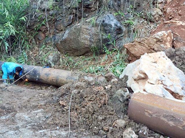 Quảng Ninh: Lở núi, đá đè vỡ đường ống cấp nước sạch
