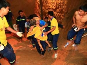Tin tức trong ngày - Nghẹt thở giải cứu bé gái mắc kẹt dưới giếng sâu 80m