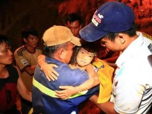 Tin tức trong ngày - Khoảnh khắc bé gái được giải cứu thần kỳ dưới giếng sâu