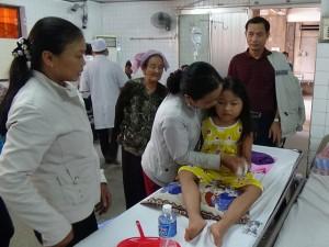 Tin tức Việt Nam - Bé gái rơi xuống giếng sâu 80m đang bị sốc tâm lý