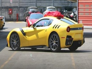 Ô tô - Xe máy - Ngắm Ferrari F12 Berlinetta Speciale màu vàng