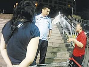 Thế giới - TQ: Lo con trai ế vợ, mẹ lén vào siêu thị tuyển con dâu