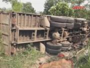 Video An ninh - Ba chị em ruột bị xe tải cán chết trên đường tới BV
