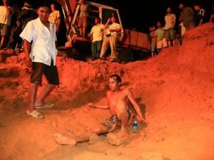 Tin tức trong ngày - Vụ bé gái lọt dưới giếng sâu: Thưởng nóng thợ đào giếng