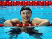 """Các môn thể thao khác - Nữ kình ngư 18 tuổi """"bơi vui"""" cũng phá kỷ lục thế giới"""