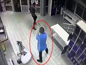 Video: Sát thủ Ukraine lạnh lùng bắn người trong siêu thị