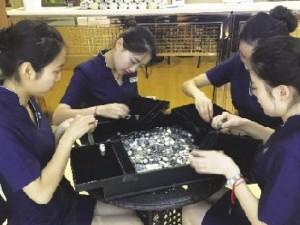 Tin tức trong ngày - TQ: Mang 150kg tiền xu mua nhẫn kim cương cầu hôn bạn gái