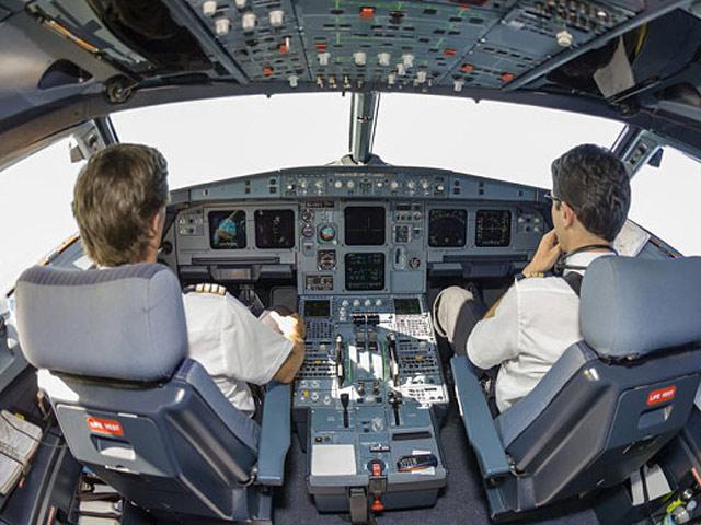 Hành khách tá hỏa phát hiện cả đội bay say xỉn