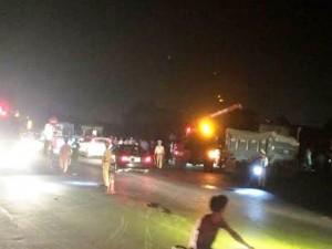 Tai nạn giao thông - Tàu hỏa tông 3 người trên xe tải văng 10m, 1 người chết
