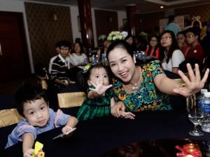 Phim - Hai con Ốc Thanh Vân đáng yêu đi sự kiện cùng mẹ