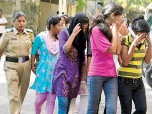 """Thế giới - Ấn Độ: Cảnh sát vây bắt 40 cặp đôi """"ăn cơm trước kẻng"""""""