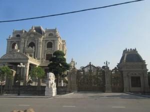 Choáng với lâu đài trăm tỷ của đại gia Hà Nam