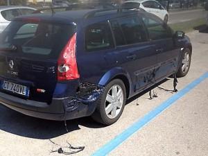 Tin tức trong ngày - Clip: Vỏ ô tô tan chảy do nắng nóng kỷ lục ở Italia