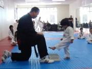 Clip Đặc Sắc - Chết cười với sự dễ thương võ sĩ taekwondo 3 tuổi