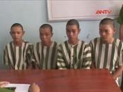 Video An ninh - Bị đèn soi lóa mắt, 5 thanh niên ném đá xe khách