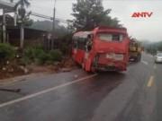 Video An ninh - Ba xe giường nằm tông nhau, 8 người thương vong