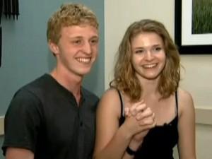 Phi thường - kỳ quặc - Video: Cặp đôi thoát chết nhờ... nắm tay nhau