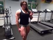 Thể thao - Cô gái cơ bắp cuồn cuộn giữ 2 kỷ lục thế giới