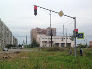 Tin tức trong ngày - Thành phố Nga dựng cột đèn giao thông giữa... bãi đất hoang