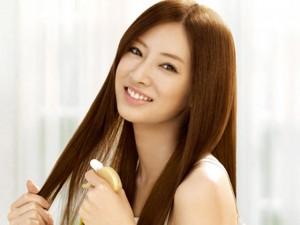 Làm đẹp - 3 cách dưỡng tóc qua đêm với dầu dừa