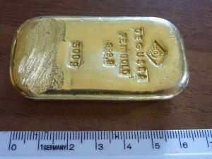 Thế giới - Đi bơi, thiếu nữ Đức lượm được thỏi vàng 400 triệu