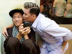 Sao ngoại-sao nội - Hoài Linh nhăn mặt khi được Mr. Đàm, Hoài Lâm ôm hôn