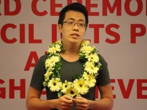 Bạn trẻ - Cuộc sống - Nam sinh Việt đầu tiên giành giải IELTS Đông Á