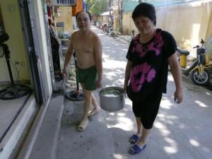 Tin tức trong ngày - 5 ngày mất nước sạch, người HN không dám… đi vệ sinh