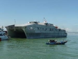Tin tức Việt Nam - Khám phá tàu đổ bộ siêu tốc Hải quân Hoa Kỳ vừa đến VN