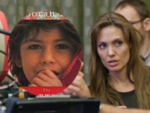 Phim mới - Angelina Jolie làm phim hoạt hình thời khủng bố Taliban
