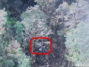 Hình ảnh đầu tiên từ hiện trường máy bay Indonesia rơi