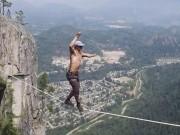 Thể thao - Thót tim: Kỷ lục đi trên dây không bảo hiểm ở 290m