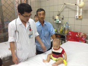 Tin tức trong ngày - Bé trai 8 tháng suýt tử vong vì phụ huynh tự ý dùng kháng sinh