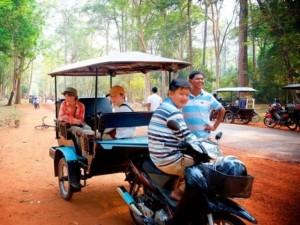 Campuchia: Bom  rơi  trên đường tới Đền Angkor
