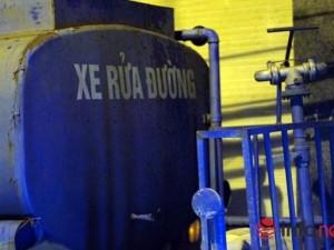 """Tin tức trong ngày - HN: Người dân phải mua nước từ… xe rửa đường với giá """"cắt cổ"""""""