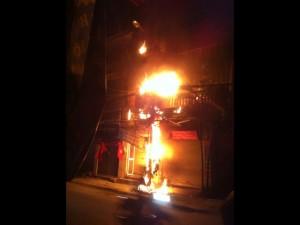 Tin tức trong ngày - HN: Cột điện phát nổ, bốc cháy dữ dội trong đêm