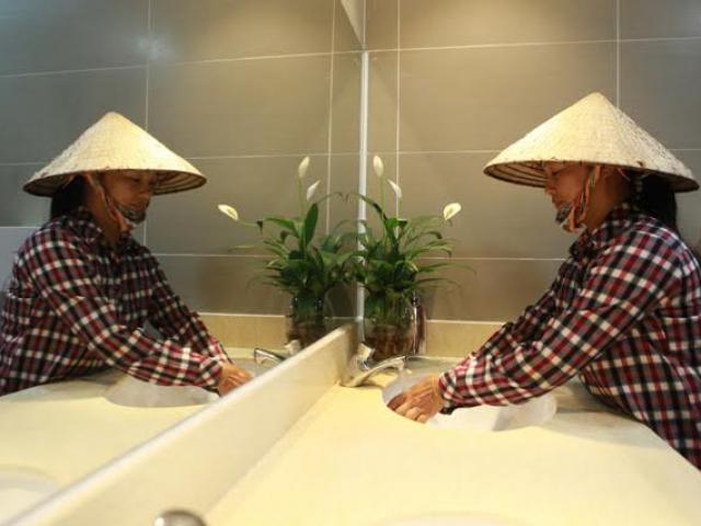 HN: Hàng loạt nhà vệ sinh trăm triệu bị bỏ hoang, cỏ dại mọc um tùm - 12