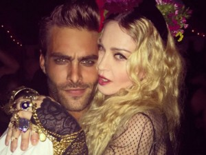 Madonna làm mất lòng hàng xóm với tiệc sinh nhật 57 tuổi