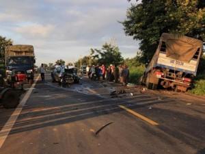 Tin tức trong ngày - Tông trực diện xe tải, 2 thượng úy CSGT tử vong