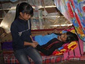 Bạn trẻ - Cuộc sống - Nữ sinh 13 tuổi nuôi mẹ bệnh vẫn đạt học sinh giỏi