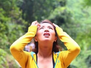 """Hải Băng """"tái mặt"""" thấy Trương Nam Thành """"mất"""" khỏi thác nước"""