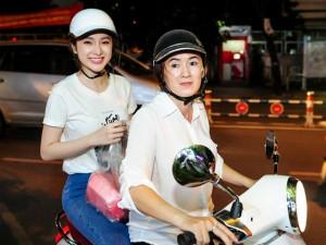 Phim - Phương Trinh cùng mẹ phát cơm từ thiện lúc nửa đêm