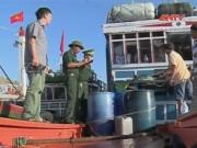 """Video An ninh - Tàu cá VN bị TQ ép ký """"công nhận chủ quyền"""" đã cập bờ"""