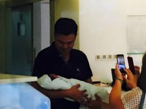 Vợ MC Tuấn Tú sinh con trai