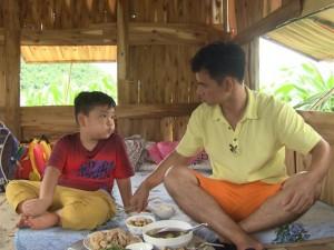 """Phim - Con trai Xuân Bắc tìm cách đối phó với """"kẻ bắt cóc"""""""