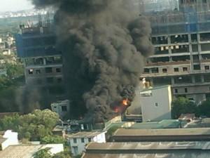Tin tức trong ngày - Hà Nội: Cháy xưởng gỗ, công nhân tháo chạy thoát thân