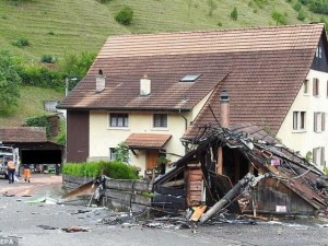 Tin tức trong ngày - Thụy Sĩ: 2 máy bay đâm nhau giữa trời